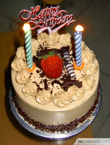 http://beconfused.s3.amazonaws.com/media/2005/10/My%20birthday%20cake%202005.jpg